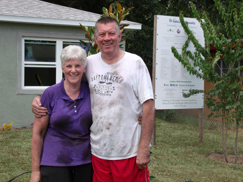 Volunteers Diane and Rick